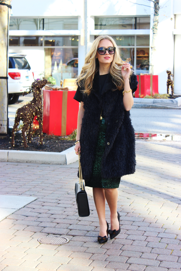 Chic Holiday Outfit With Fur