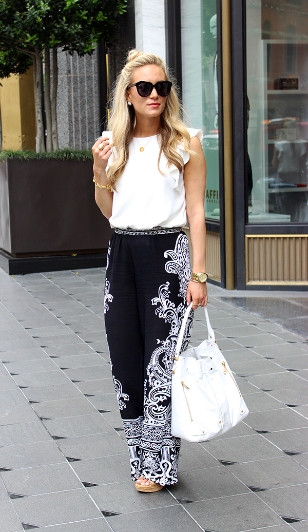 Black and white Look