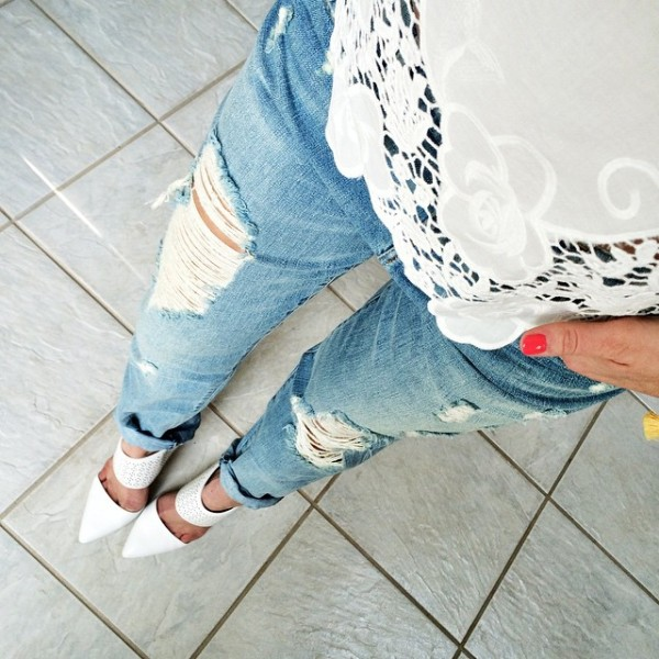 wearing this cute white eyelet top with some distressed boyfriend…