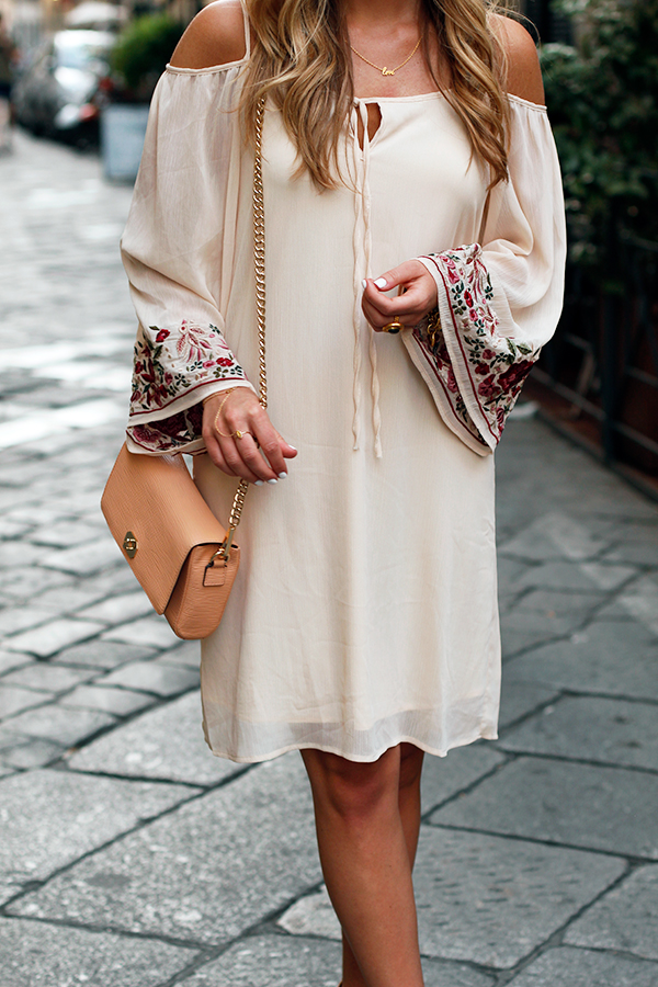 Neutral-Dress-in-Florence