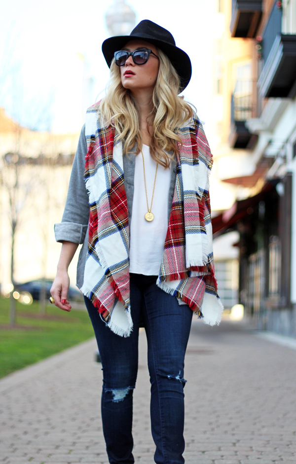 Festive-Plaid-Scarf