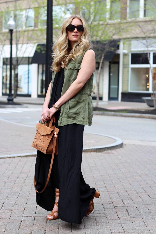 920502c907c Fashion-Blogger-Utility-Vest-Black-Flowy-Maxi-Dress-Small-Brown-Tote ...