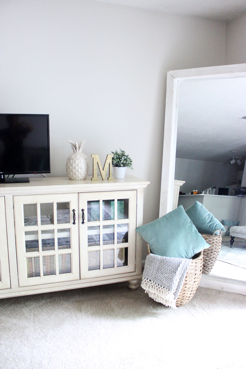 Bright-White-Neutral-Home-Decor-