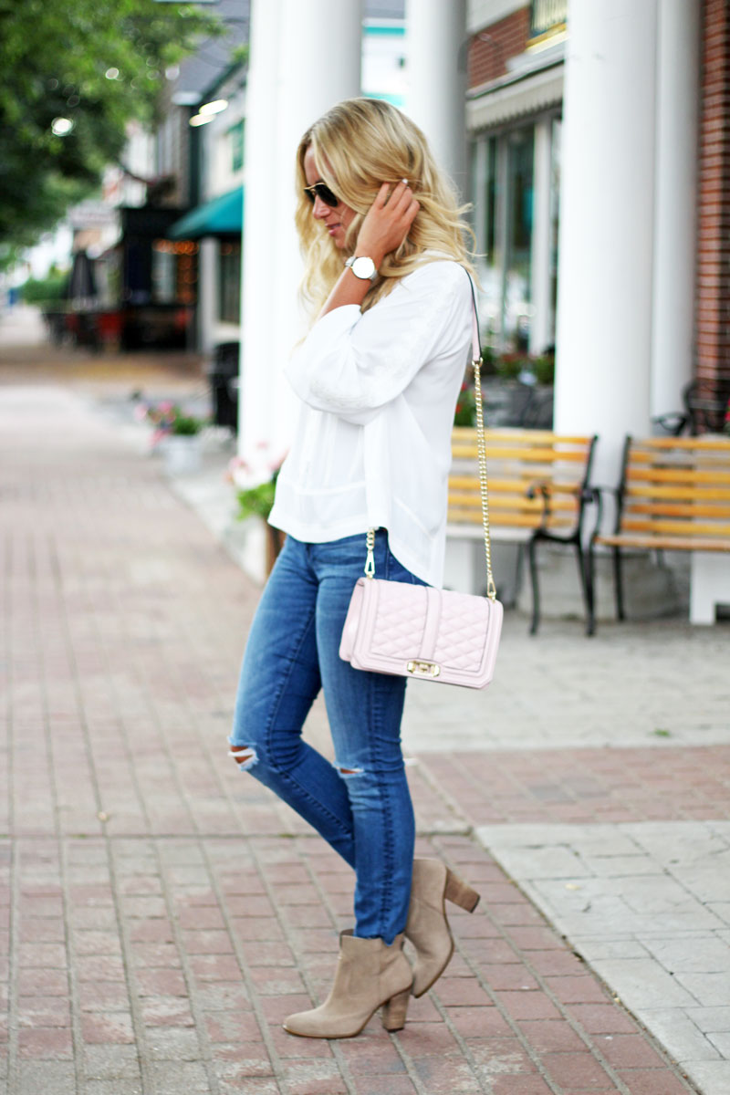 Cute-and-Trendy-Easy-Fall-Style-Denim-with-Tan-Booties