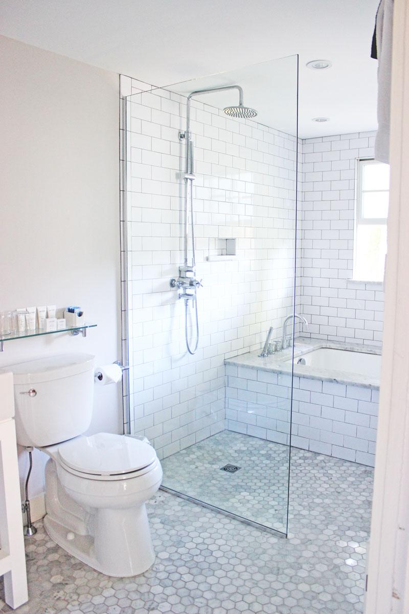 all-white-bathroom-goals-kennebunkport-hotel-captain-fairfield-inn
