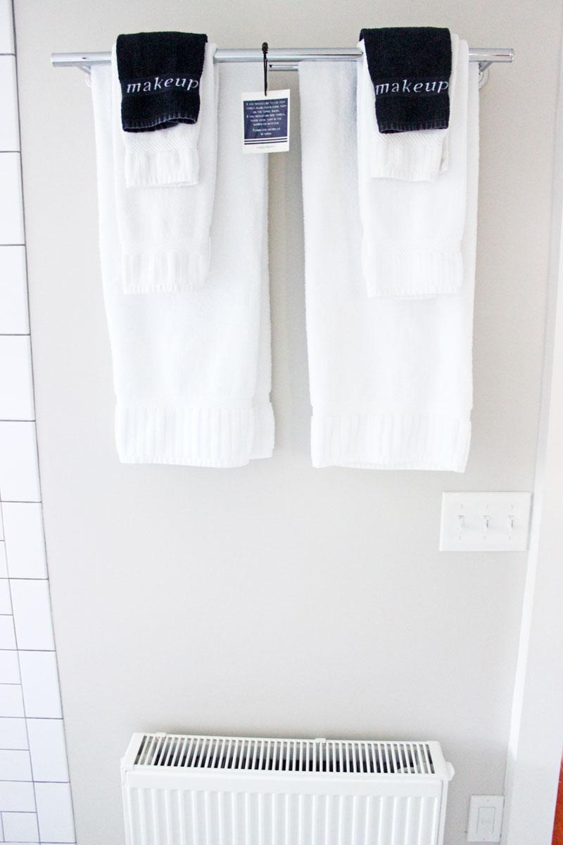 black-washclothes-for-makeup-captain-fairfield-inn-kennebunkport