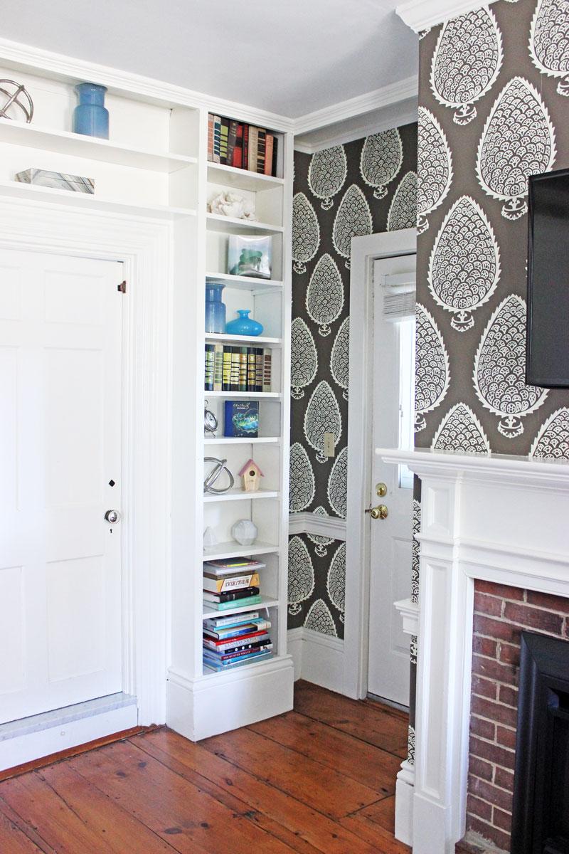 built-in-bookshelf-home-decor-captain-fairfield-inn-kennebunkport-maine