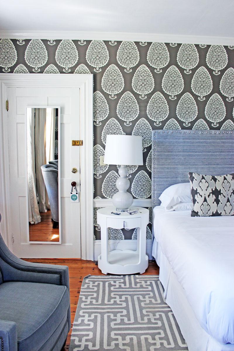 home-decor-inspo-stylish-wallpaper-captain-fairfield-inn-kennebunkport-maine