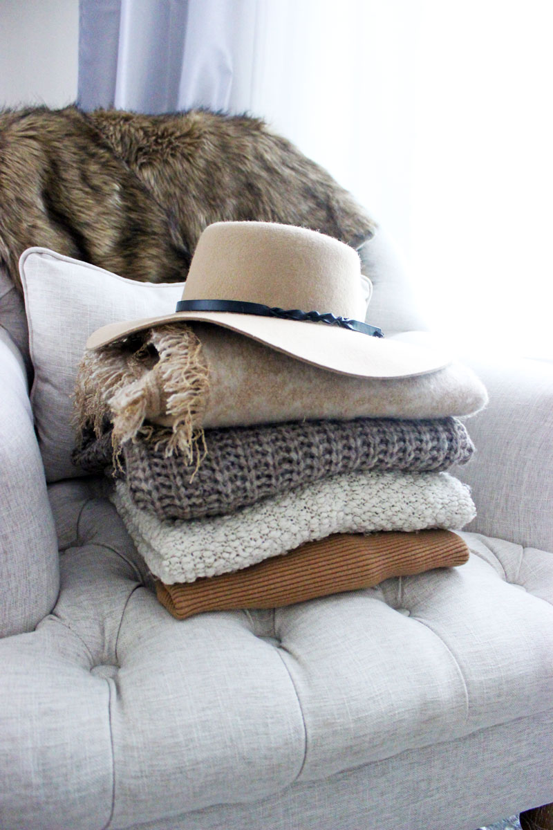 neutral-fall-sweaters-floppy-sweater-faux-fur-throw-camel-sweater