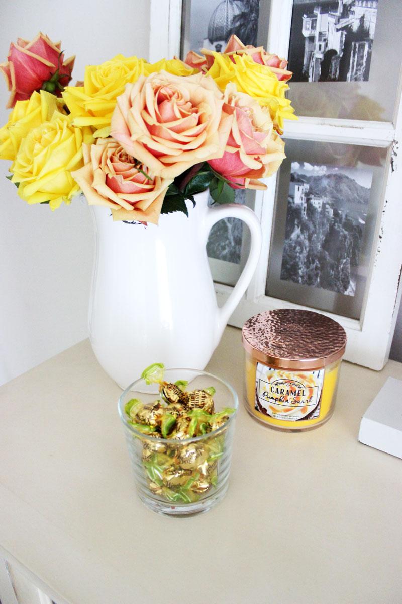 yellow-roses-fall-vignette-decor