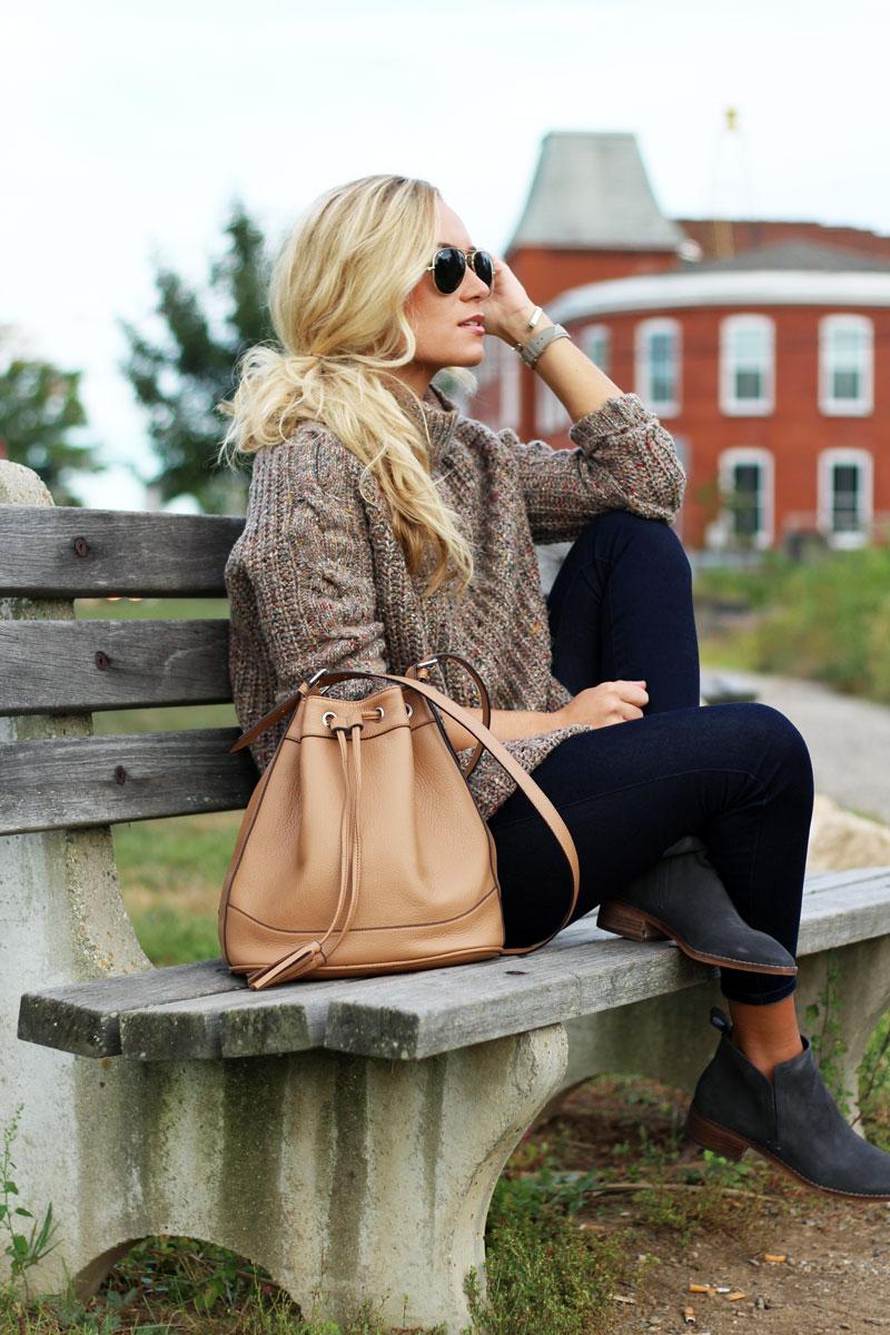 fall-style-knit-sweater-tan-bucket-bag