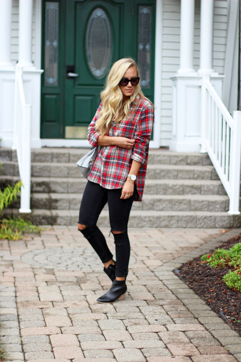 madewell-ripped-plaid-top-black-distressed-jeans-black-booties-simple-fall-style