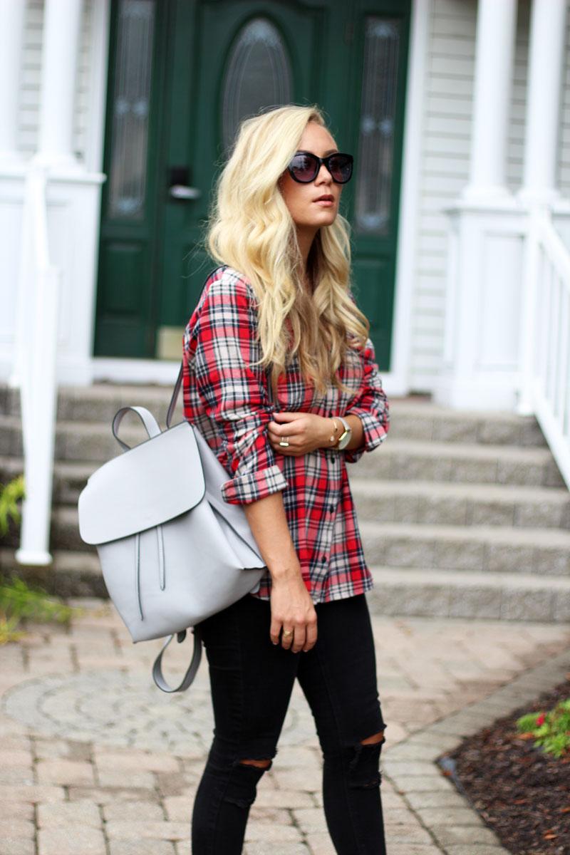 stylish-plaid-shirt-gray-backpack-trendy-fall-blogger