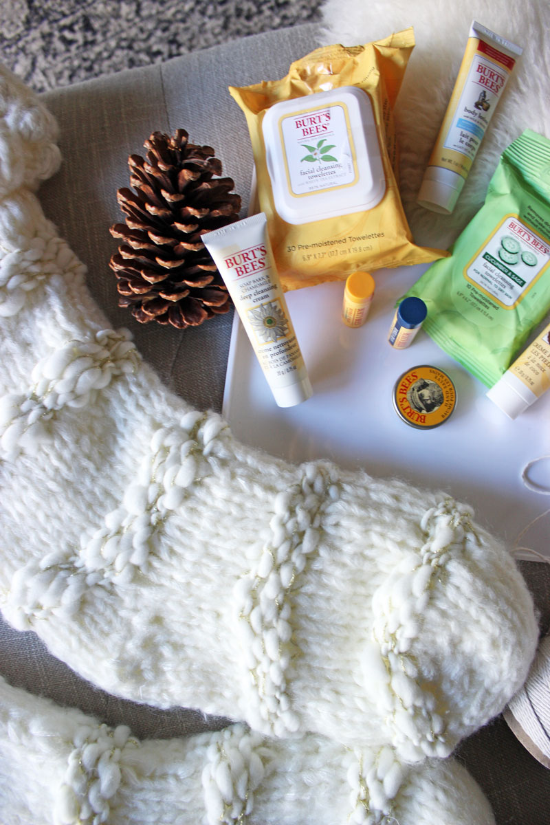 burts-bees-stocking-stuffer-ideas-makeup-wipes-nautral-christmas-holiday-beauty