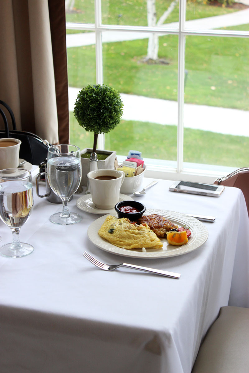 colonnade-equinox-resort-manchester-breakfast