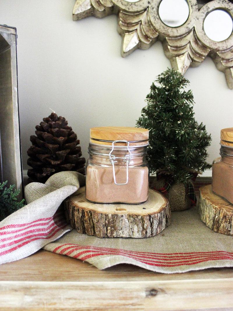 hot-chocolate-jars-christmas-entertaining-tips