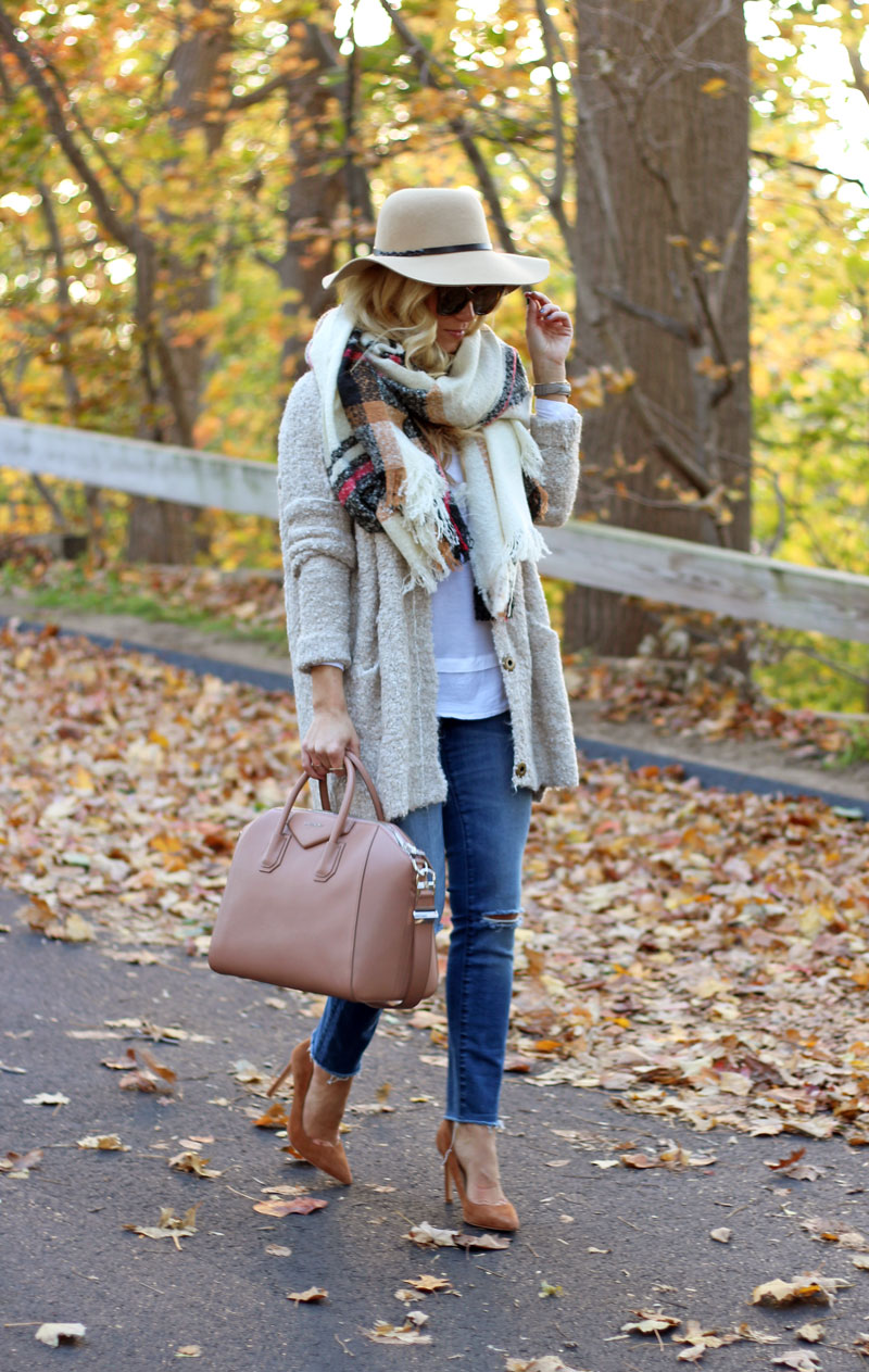 plaid-oversized-blanket-scarf-boucle-cardigan-easy-fall-style-ripped-skinny-jeans-suede-pumps