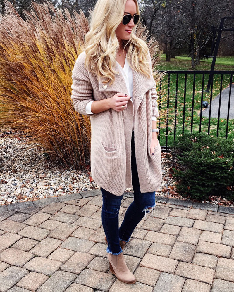 tan-draped-cardigan-abercrombie-cyber-monday-sales-ripped-jeans-white-tuniic