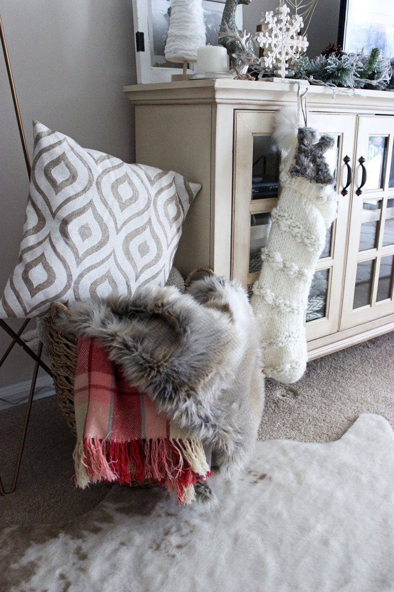 amy-howard-diy-pillow-faur-fur-throw-faur-fur-rug-anthropologie-christmas-stocking-monogram-ornament