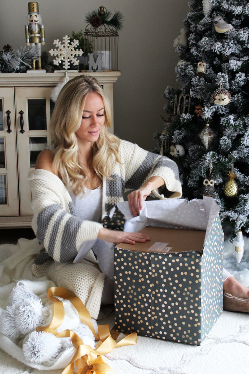 christmas-present-opening-presents-holiday-party-secret-santa-gift-ideas-vince-camuto-holiday-cozy-cardigan