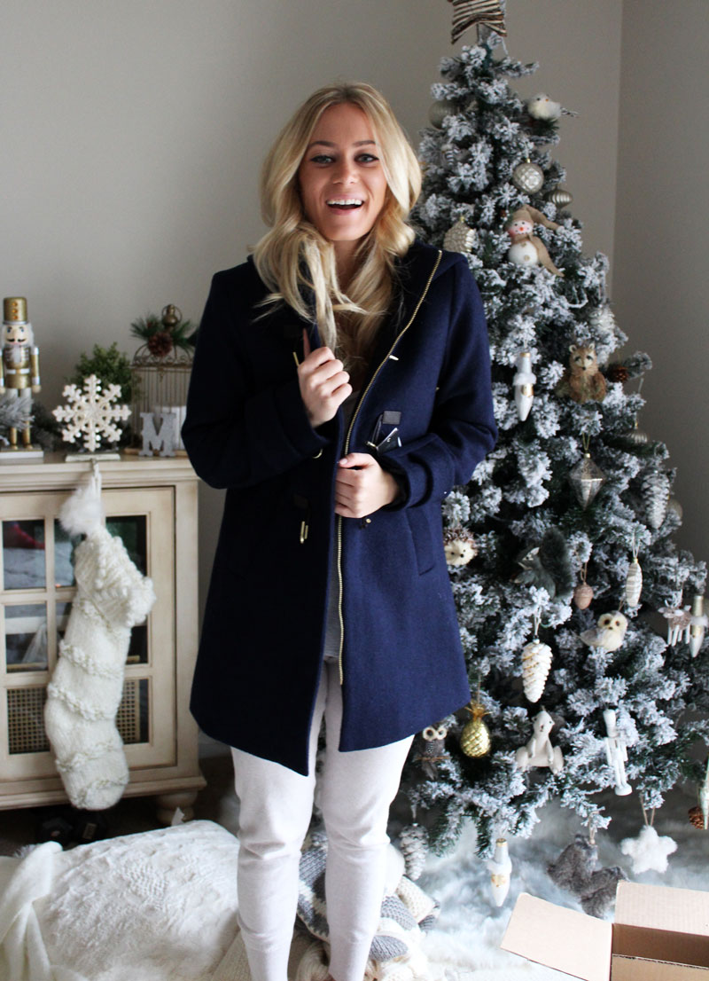 happy-christmas-morning-opening-presents-secret-santa-gift-ideas-vince-camuto