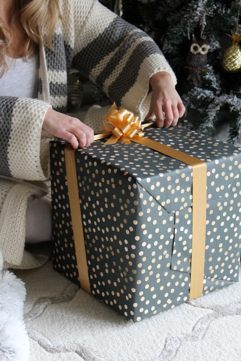 christmas-present-unwrapping