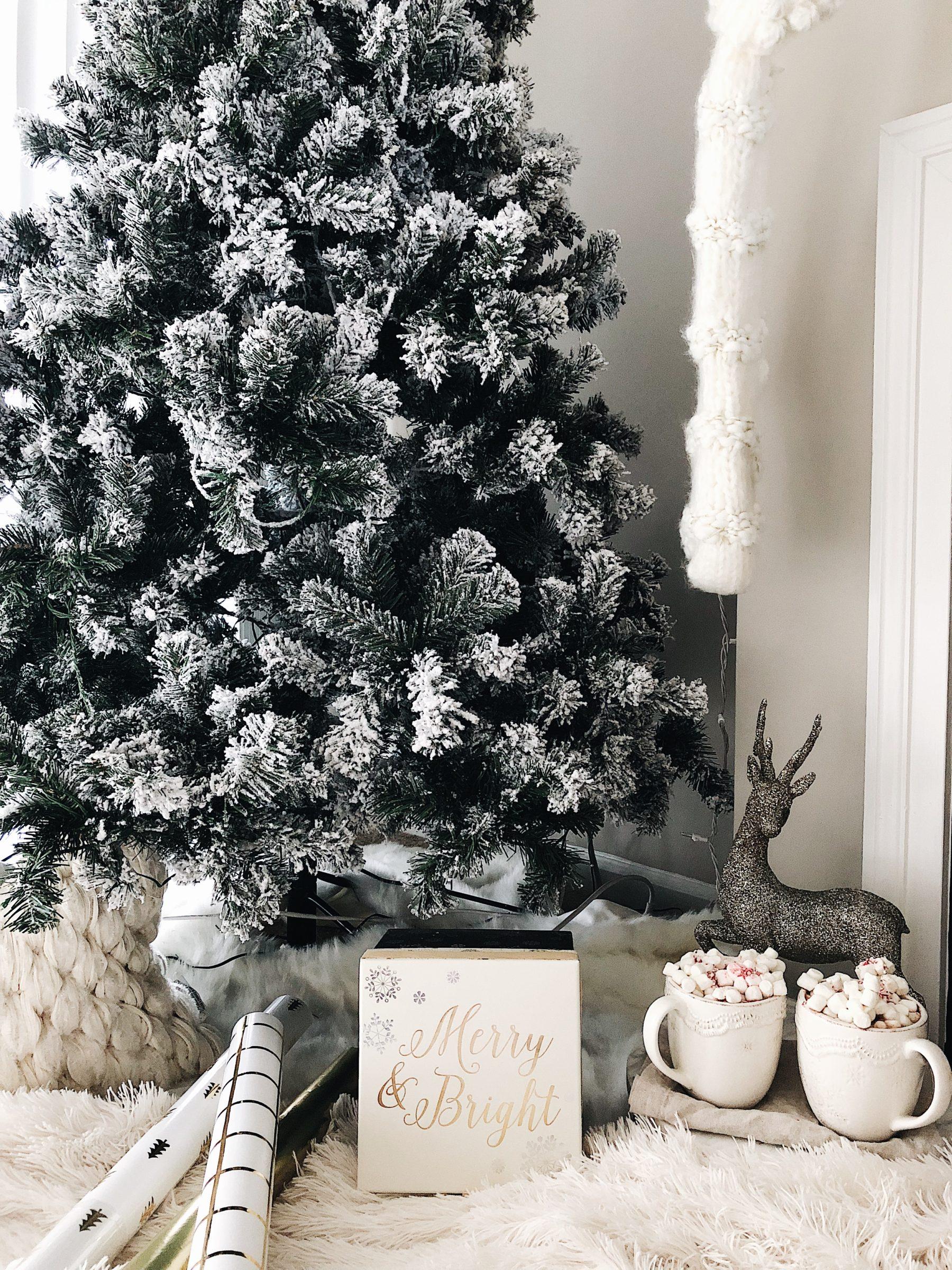 cozy christmas hot cocoa